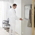 Drzwi wewnętrzne z napędem PortaMatic – w trosce o higienę